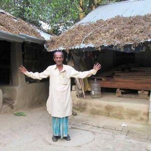 রান্না বাংলাদেশে অথচ খাওয়া-ঘুম ভারতে! এমনই এক বাড়ির বাসিন্দা রেজাউল মন্ডল!