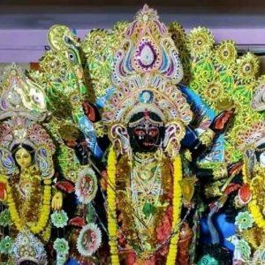 কৃষ্ণবর্ণা অথচ কালী নন! 'কালো' রূপে দেবী দুর্গা আবির্ভূত হন খোদ কলকাতার বুকেই