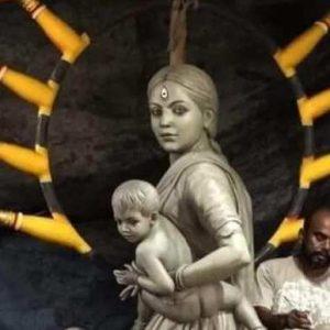 'পরিযায়ী শ্রমিক মা' রূপেই মর্ত্যে এলেন দেবী! বড়িশার মণ্ডপ জুড়ে যেন সাম্প্রতিক অসহায়তারই খণ্ডচিত্র!