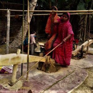 মেশিনের হাতে খুন হচ্ছে ঐতিহ্য! আদি বাংলার প্রাণ ঢেঁকি ছাঁটা চাল-আটা নিশ্চিহ্নের পথে