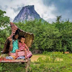 প্রাকৃতিক রেনকোট! পশ্চিমবঙ্গেই তৈরী হচ্ছে কয়েকশো বছর ধরে