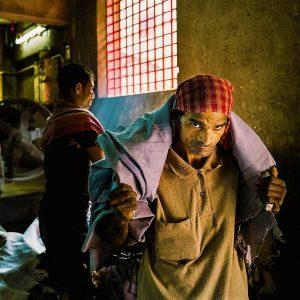 মানিব্যাগ থেকে টেকসই জুতো, বাংলার ঐতিহ্যে জুড়ে বানতলার চর্মনগরী
