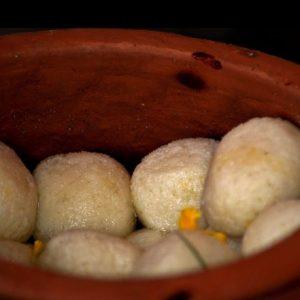 রোগমুক্তির সমাধানে ইন্দোর যাত্রা! বাঙালির রসগোল্লা বেরল ভাইরাস বিজয়ে