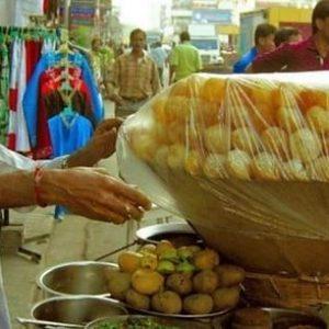 হয়েছে কন্যা সন্তান! আনন্দে আত্মহারা বাবা খাওয়ালেন ৫০ হাজার টাকার ফুচকা